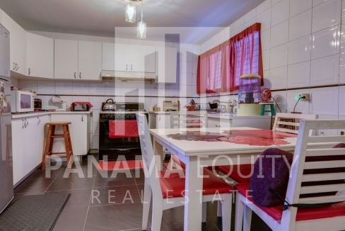 Three-Bedroom Apartment for sale in Country Park San Francisco_17