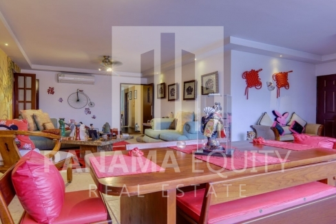 Three-Bedroom Apartment for sale in Country Park San Francisco_2