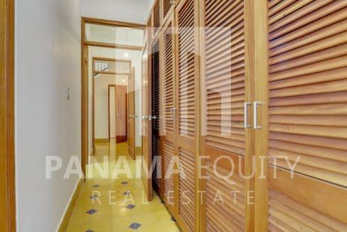 cuatro_casas_casco_viejo_panama_apartment_for_sale_master_bedroom_closets