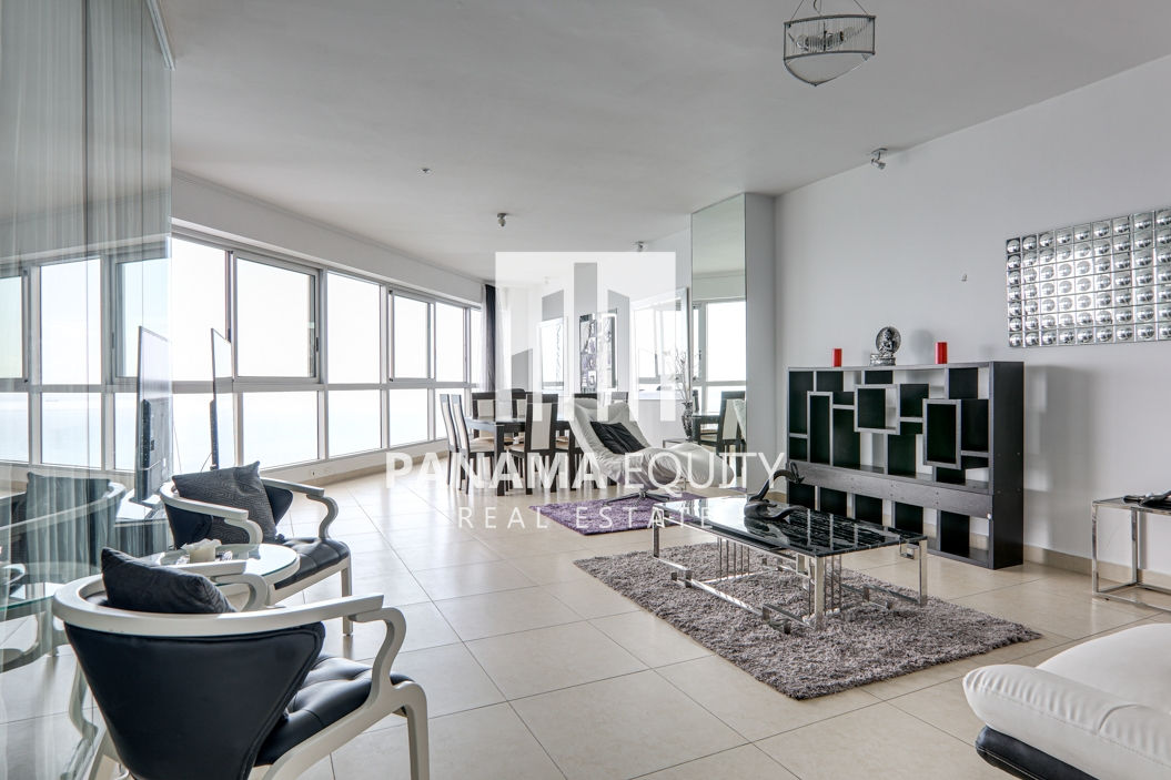 High Style in this Rivage Penthouse Apartment for sale in Avenida Balboa
