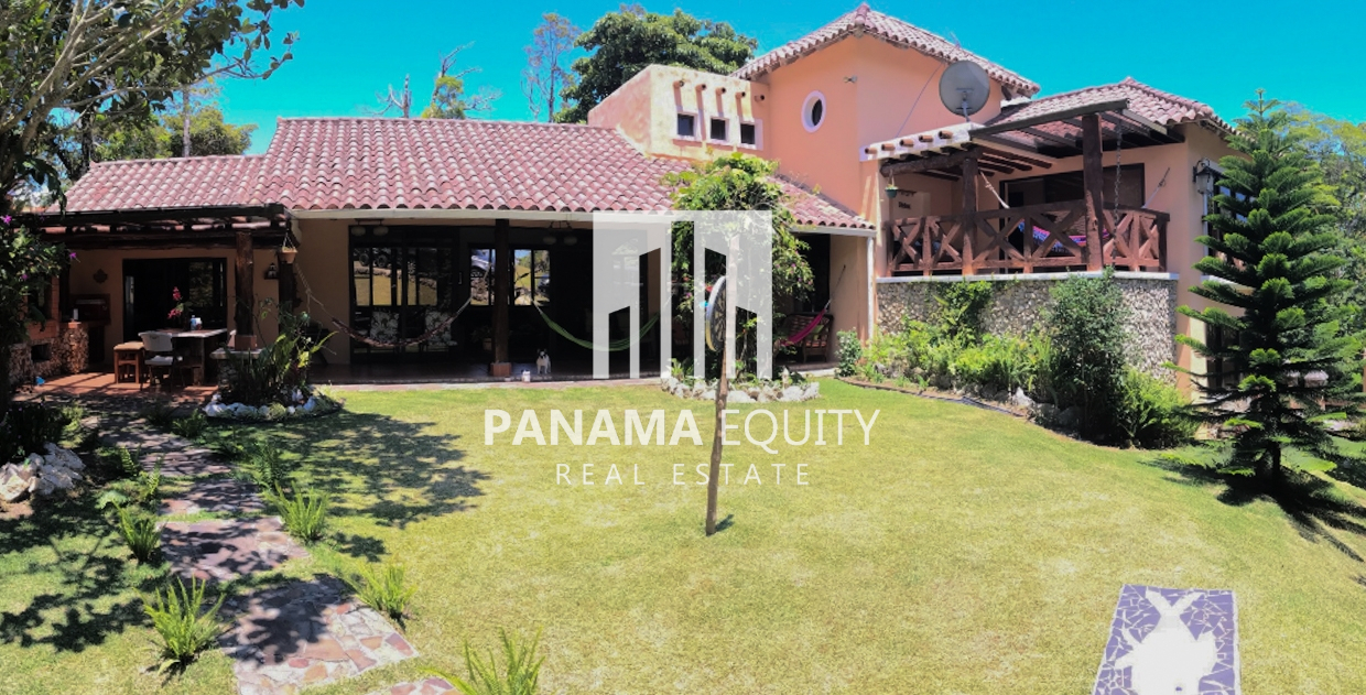 Large Country Home For Sale In Cool Climates of Panama's Mountains