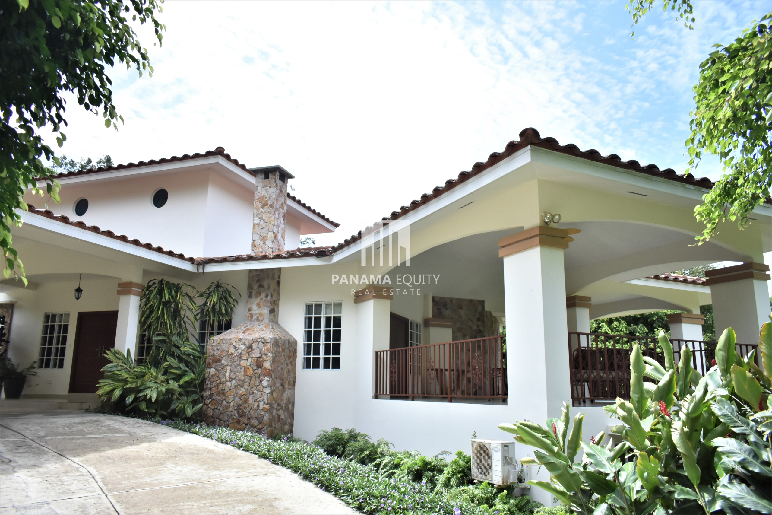 Bright and Spacious Mountain Home For Sale in El Valle Panama