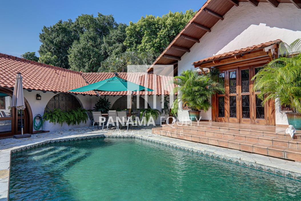 Mediterranean-Style Villa for sale in Altos del Golf  (13)