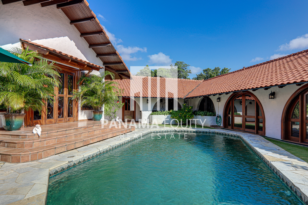 Restored Mediterranean-Style Villa for Sale in Altos del Golf