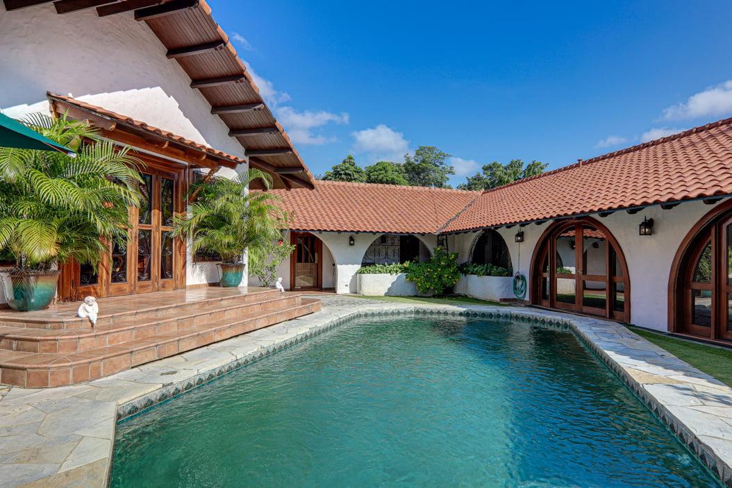 Mediterranean-Style Villa for sale in Altos del Golf  (14)