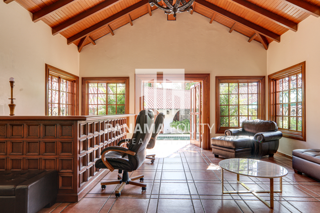 Mediterranean-Style Villa for sale in Altos del Golf  (21)