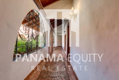 Mediterranean-Style Villa for sale in Altos del Golf  (24)