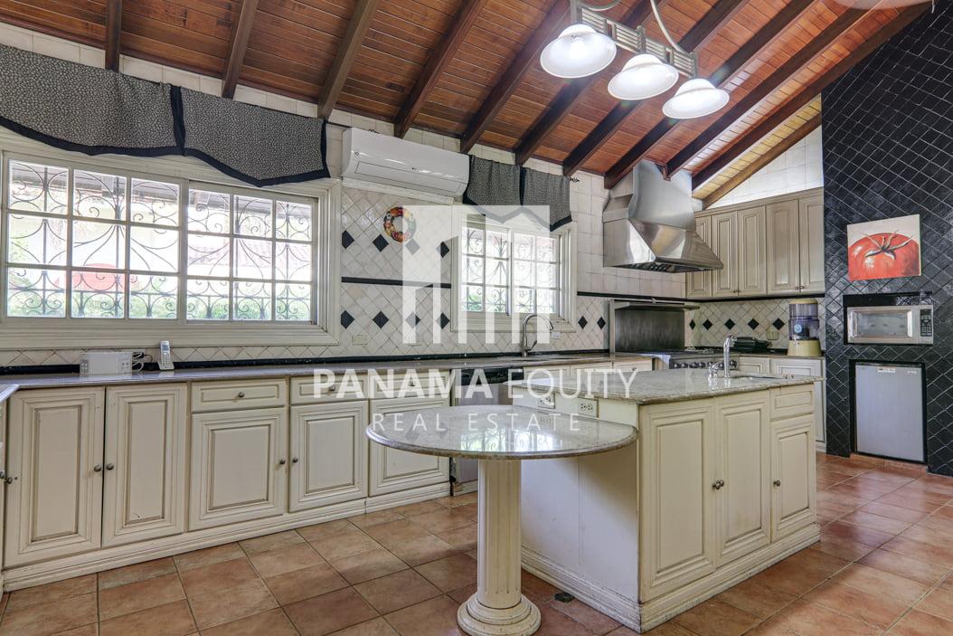 Mediterranean-Style Villa for sale in Altos del Golf  (27)