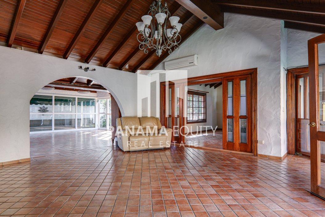 Mediterranean-Style Villa for sale in Altos del Golf  (31)