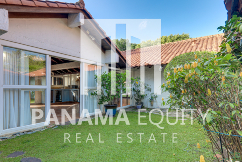 Mediterranean-Style Villa for sale in Altos del Golf  (4)