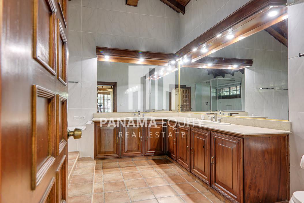 Mediterranean-Style Villa for sale in Altos del Golf  (7)