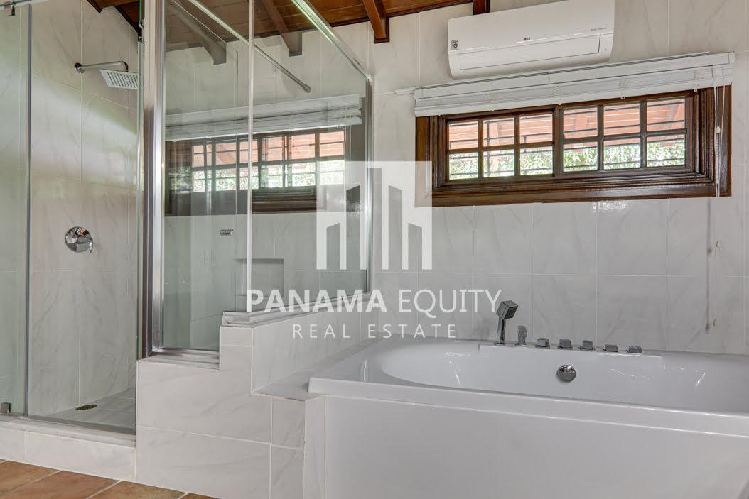 Mediterranean-Style Villa for sale in Altos del Golf  (8)