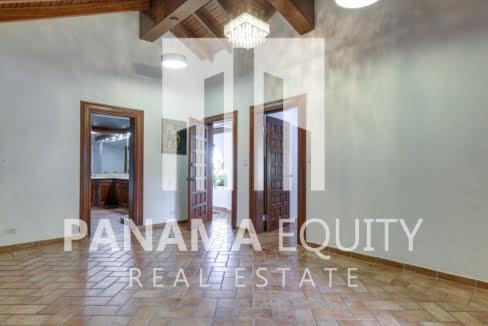 Mediterranean-Style Villa for sale in Altos del Golf  (9)