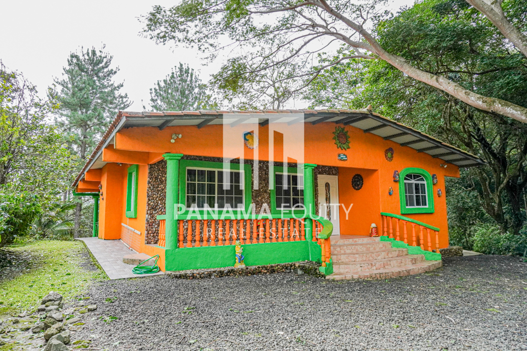 Charming Panama Mountain Home For Rent in Altos del Maria