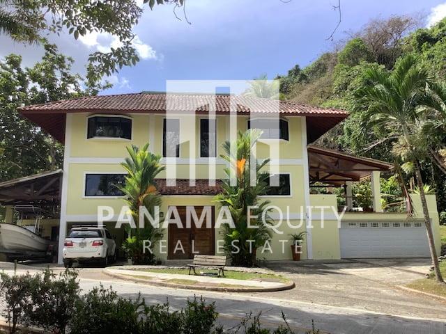 Amplia y luminosa casa en Albrook Panamá a la venta