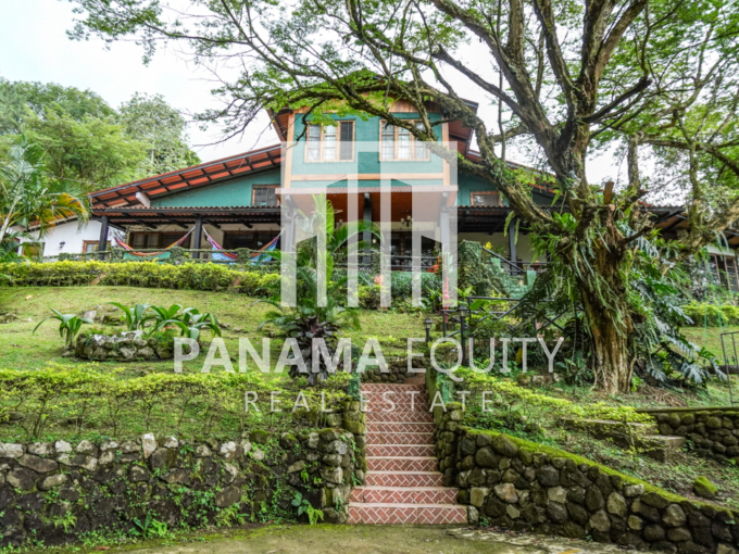 Two-floor countryside House for sale