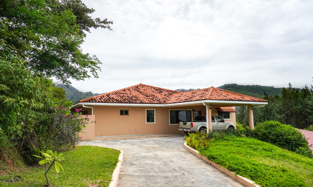 Valencia House for Sale in Altos del Maria (28)