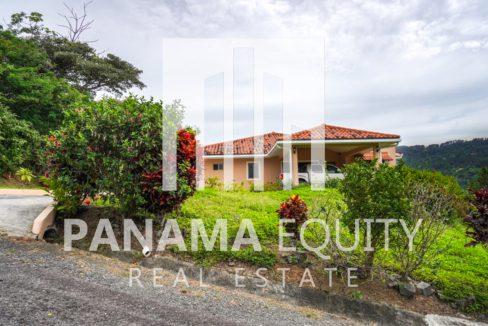 Valencia House for Sale in Altos del Maria