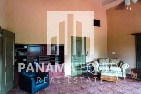 Valencia House for Sale in Altos del Maria (8)