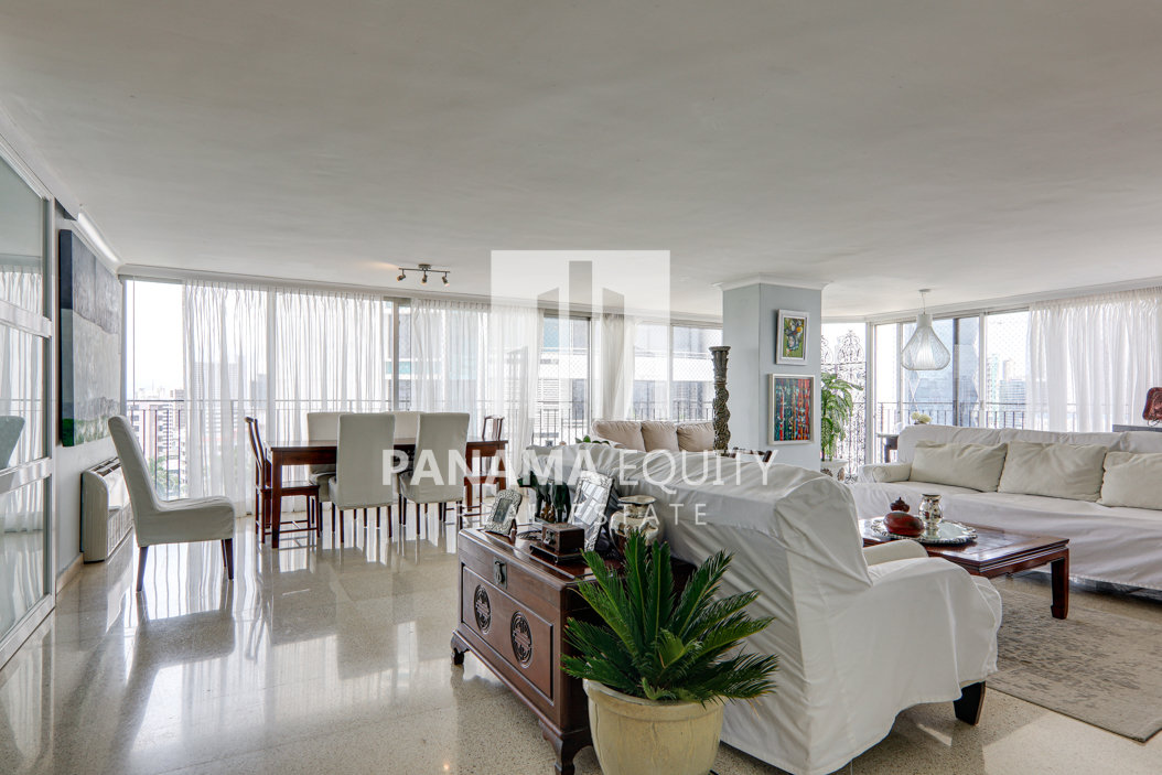 Stunning Floor To Ceiling Glass Windows In this Panama Condo For Sale