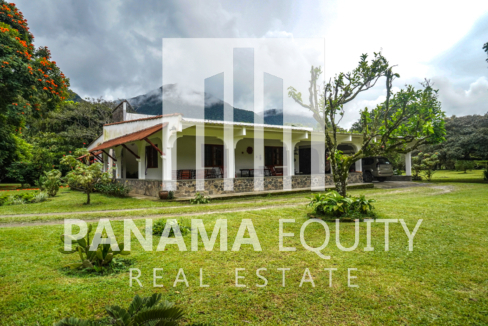 Land House for Sale in El Valle 1