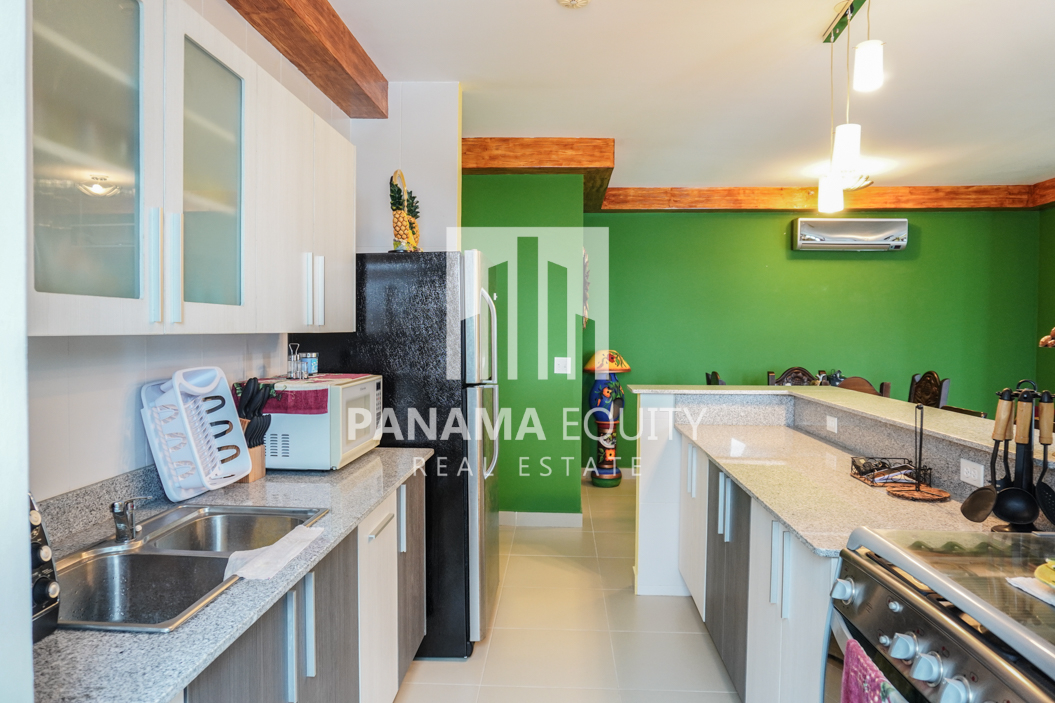Two-Bedroom Apartment for Sale in Corona 14