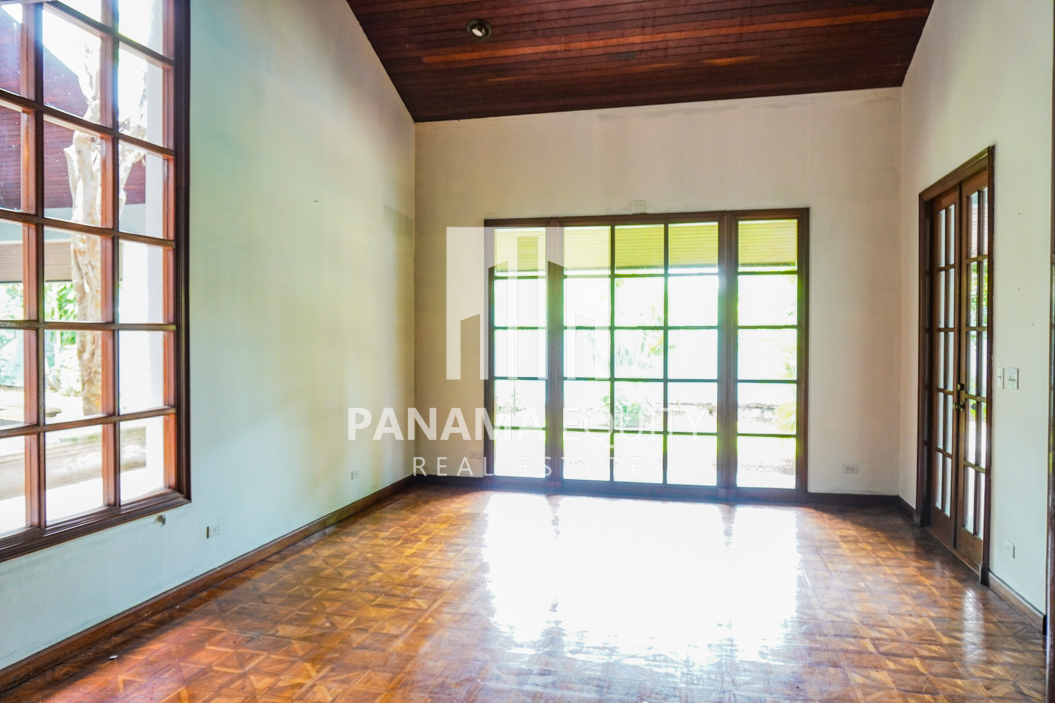 Two-Floor House Parque Lefevre for Sale 14