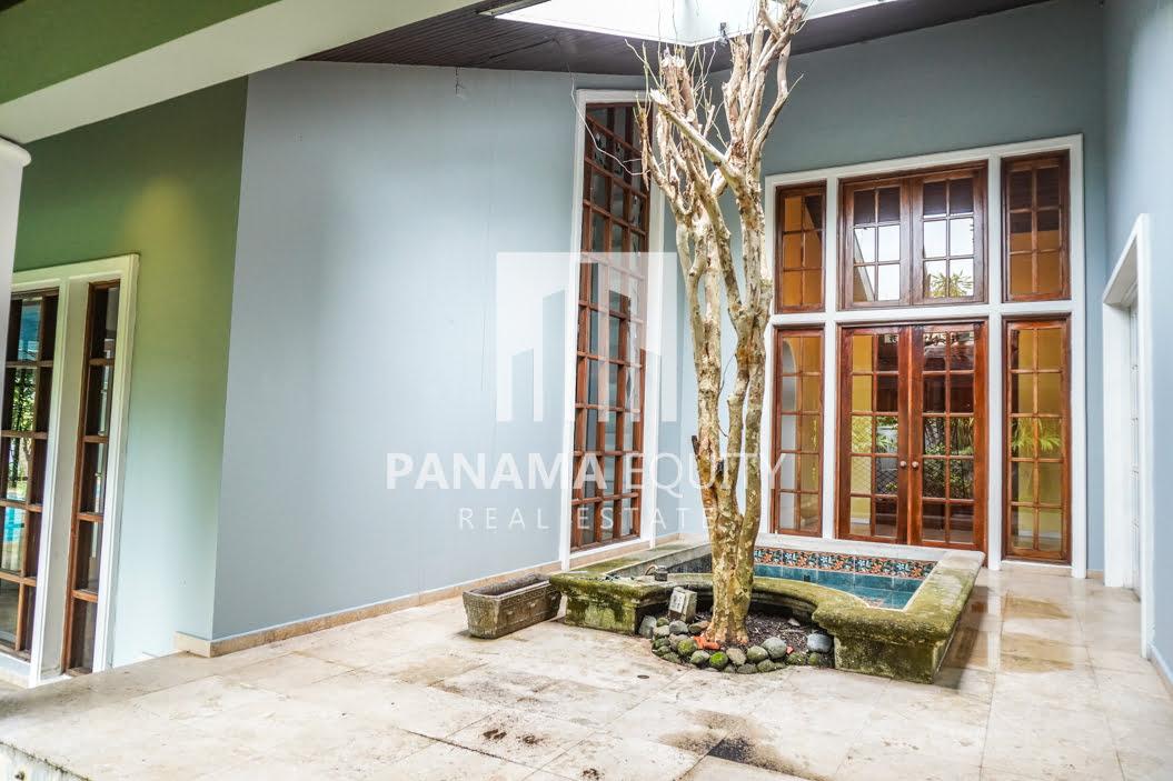 Two-Floor House Parque Lefevre for Sale 15