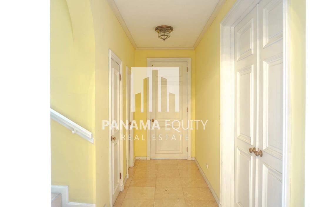Two-Floor House Parque Lefevre for Sale 16