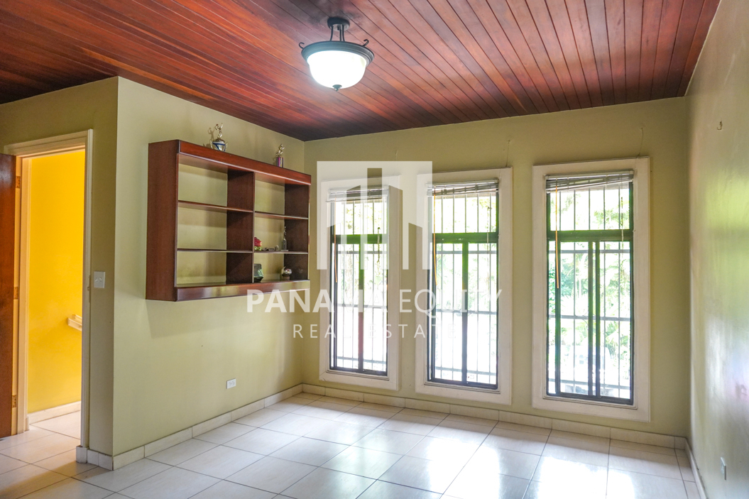 Two-Floor House Parque Lefevre for Sale 18