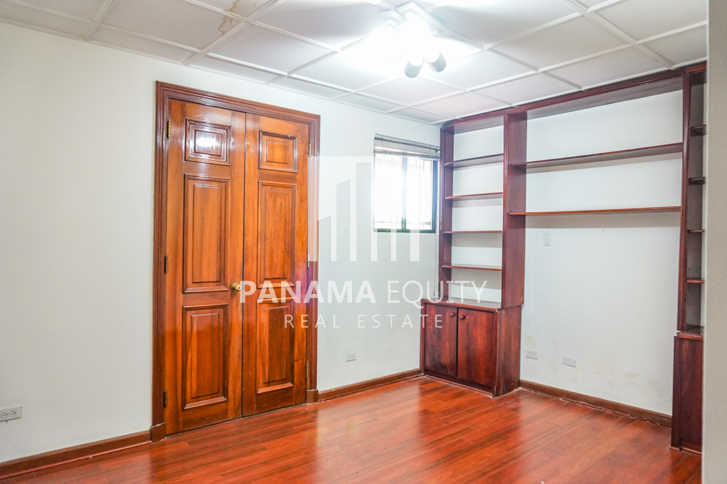 Two-Floor House Parque Lefevre for Sale 21