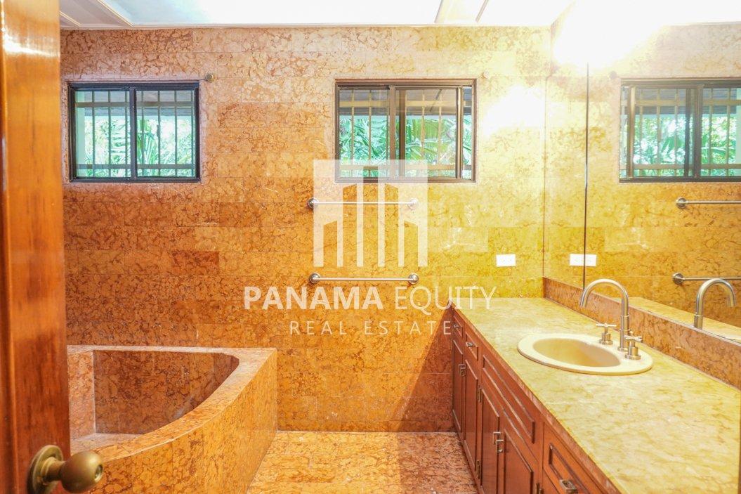 Two-Floor House Parque Lefevre for Sale 25