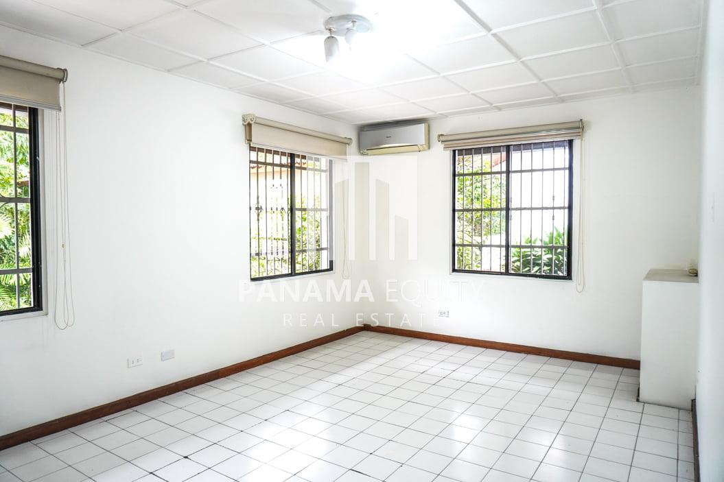 Two-Floor House Parque Lefevre for Sale 28