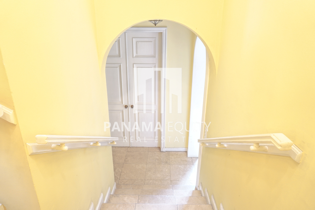 Two-Floor House Parque Lefevre for Sale 34