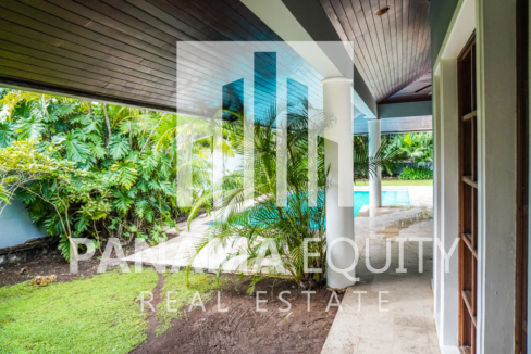 Two-Floor House Parque Lefevre for Sale 36