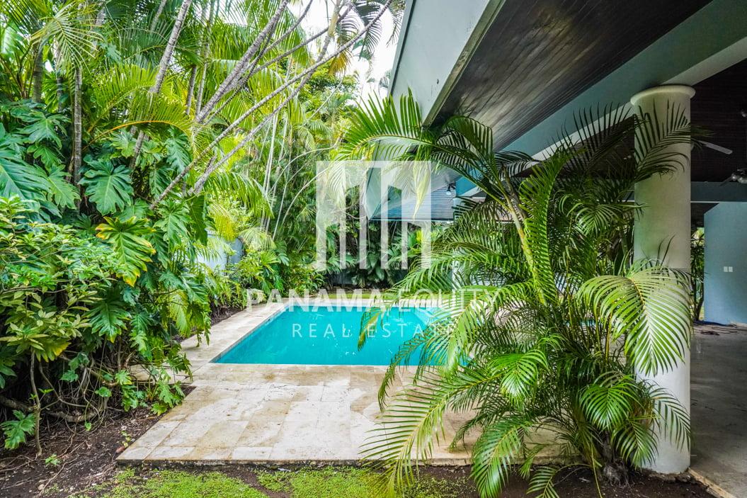 Two-Floor House Parque Lefevre for Sale 37