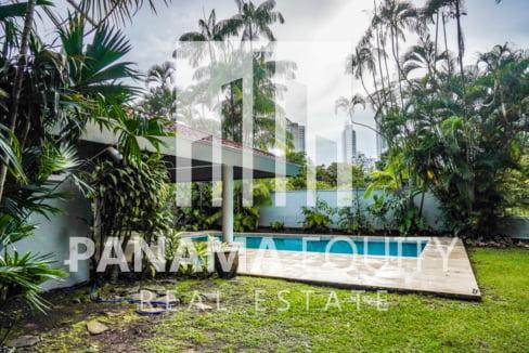 Two-Floor House Parque Lefevre for Sale 39