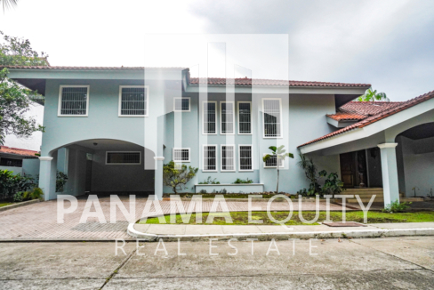 Two-Floor House Parque Lefevre for Sale 41