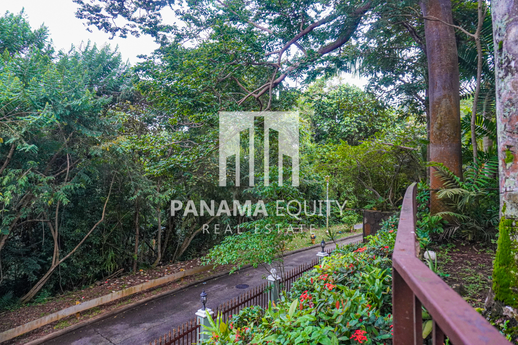 Two Houses for Sale in Ancon 10