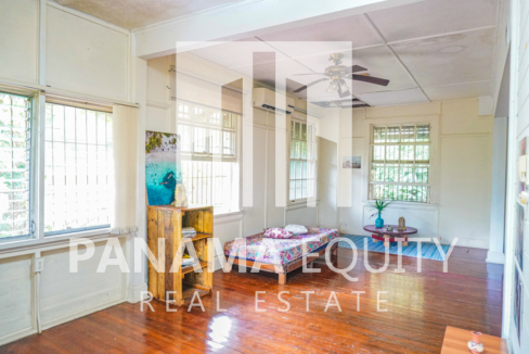 Two Houses for Sale in Ancon 16