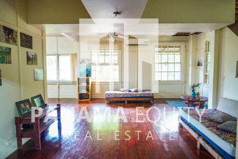 Two Houses for Sale in Ancon 17