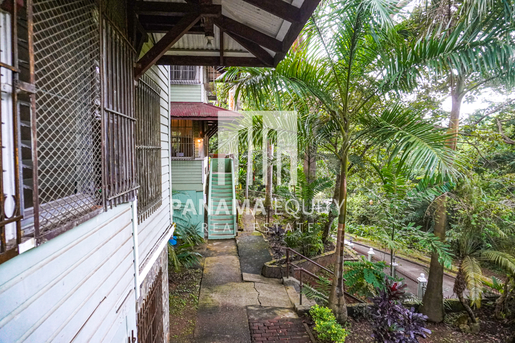 Two Houses for Sale in Ancon 26