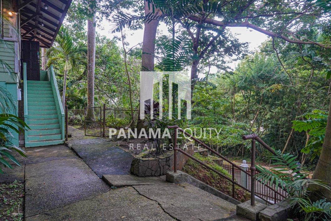 Two Houses for Sale in Ancon 27