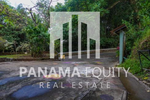 Two Houses for Sale in Ancon 29