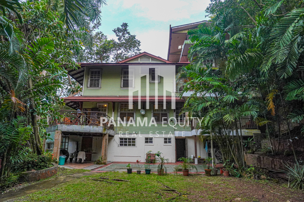 Two Houses for Sale in Ancon 31