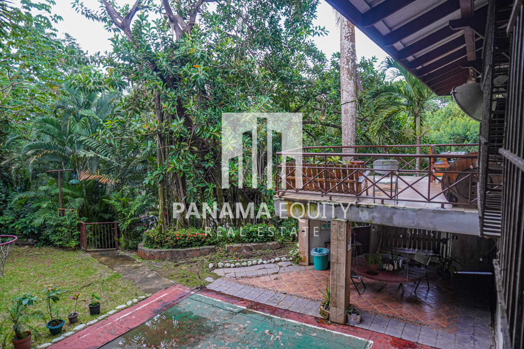 Two Houses for Sale in Ancon 4